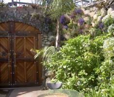 0828120452PICT2427_verdura_garden_wall_opt